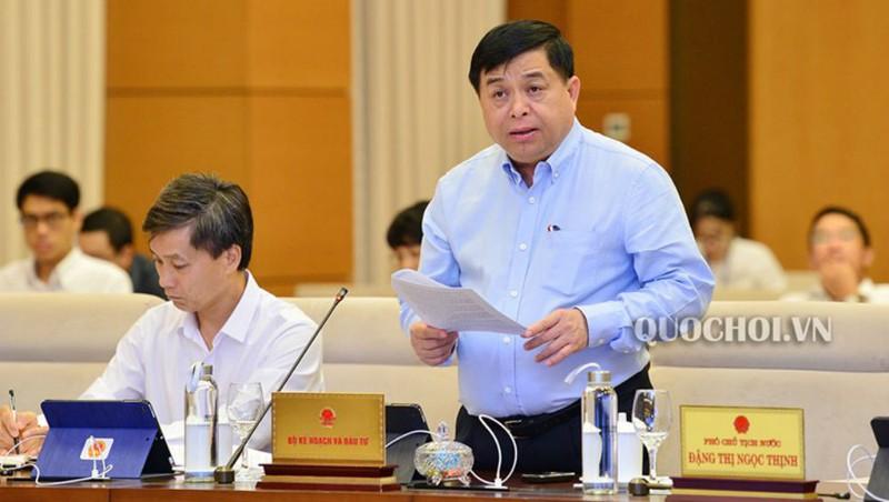 Bộ trưởng Bộ kế hoạch và Đầu tư Nguyễn Chí Dũng trình bày Tờ trình của Chính phủ