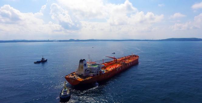 Nhập dầu thô tại phao SPM NMLD Dung Quất